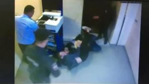 Какая светит статья за нападение на сотрудника при исполнении